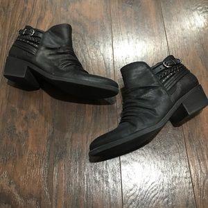 Baretraps black heeled bootie